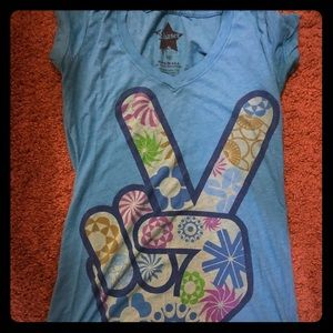 Graphic t-short v-neck peace ✌️ sign